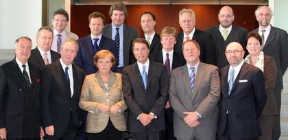 IFPI-Vertreter mit Angela Merkel und Udo Jürgens